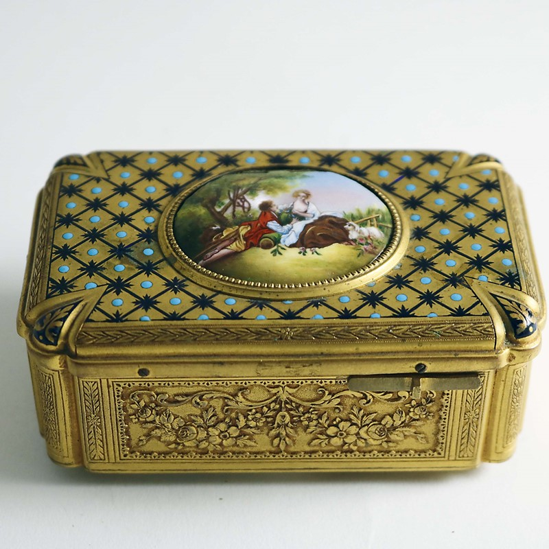 Musical Box Hits a High Note in Silver Auction...